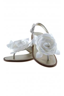 Srebrne sandały z nubuku, Monnalisa