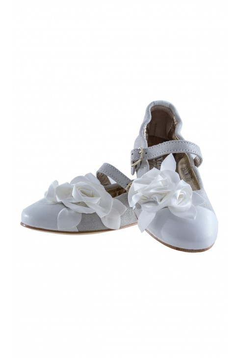 Biało -srebrne pantofelki, Monnalisa