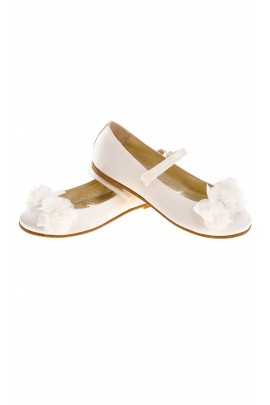 Białe pantofle dziewczęce, Monnalisa